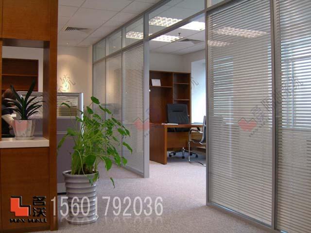卧室和客厅玻璃隔断墙,玻璃隔断墙装修效果图,卫生间玻璃隔高清图片