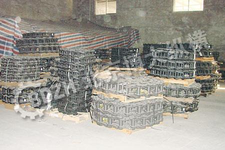 供应斗山挖掘机底盘件四轮一带链轨链条支重轮图片