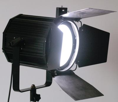 影视调焦柔光灯具
