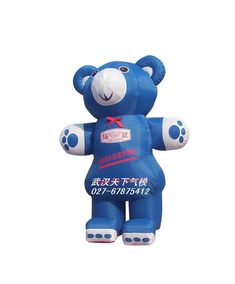 2015卡通造型熊猫展图片