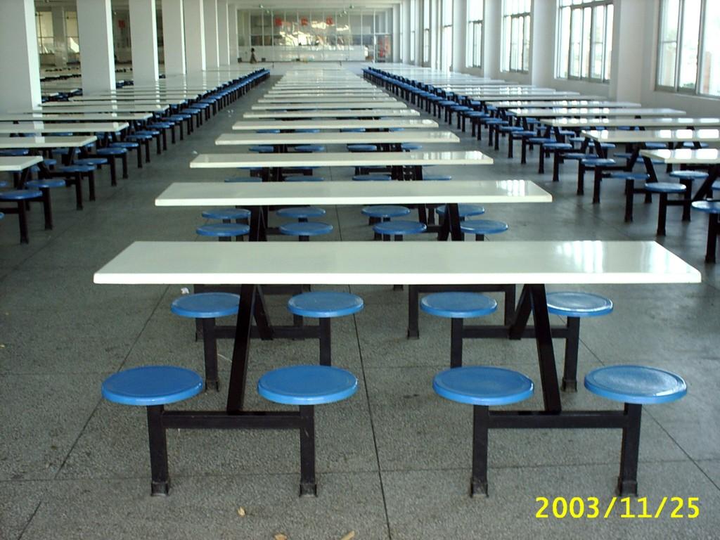 供应八人玻璃钢快餐桌椅