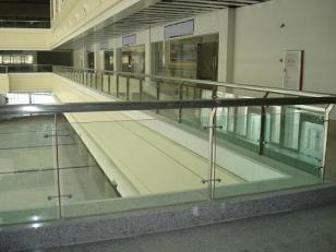 商场楼梯护栏图片