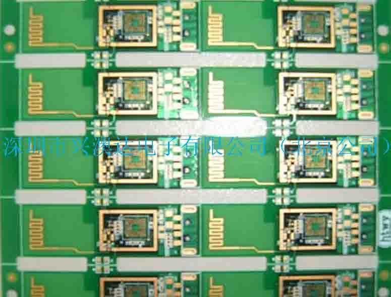PCB与FPCB制作北京 T0:八0九二九七四三拥有厂房面积6000平方米,是一家集研发、设计、服务、生产、销售一体化的高科技企业。以刚、柔性电路板样板、中小批量为主营方向,提供单、双面、多层电路板生产销售。公司拥有一批从事印制电路板的专业技术人员和管理队伍,设有镀镍碳油、电镀镍金、化学沉金、抗氧化及热风整平等多种先进工艺供客户选择;并引进高精密配套的工艺生产设备和检测仪器,包括:湿程设备、数控钻机、光绘系统、曝光机、电性能测试机、铣边V割机等。 产品符合ROHS认证标准,通过SGS环保测试,生产管理、质
