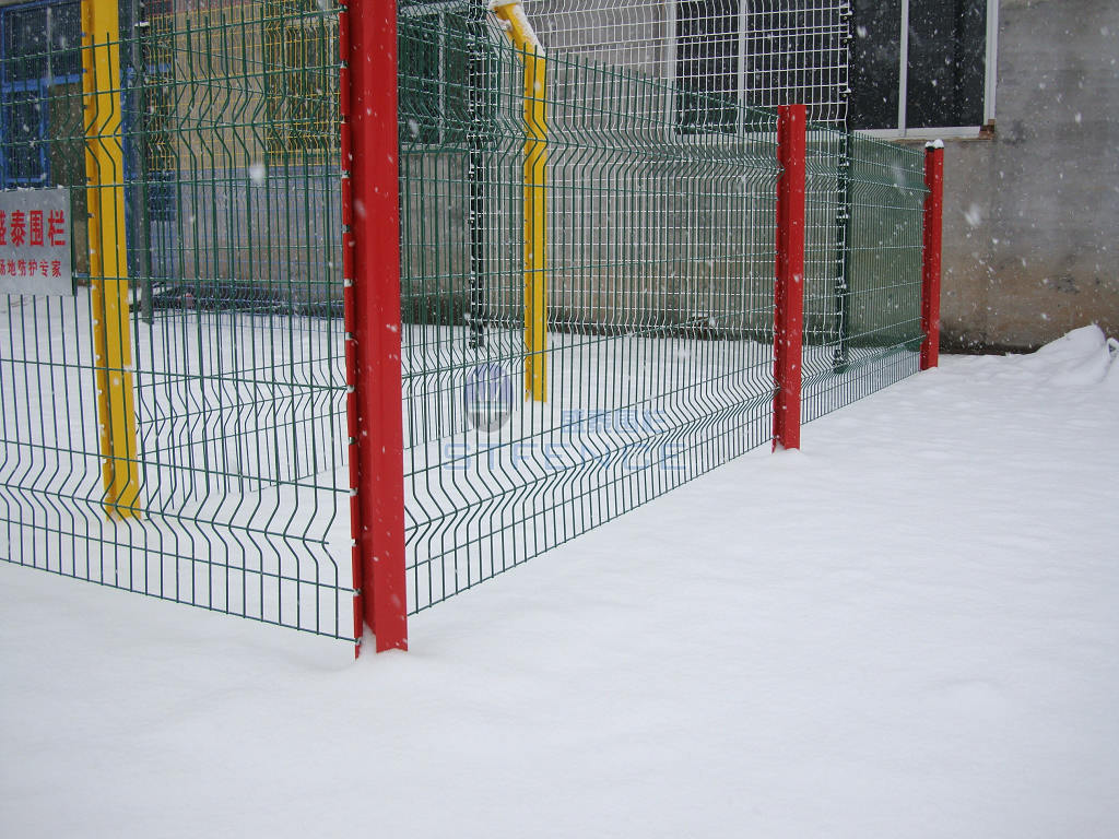 供应桃型护栏网、桃型柱护栏网、桃型立柱护栏网、桃型柱隔离栅批发