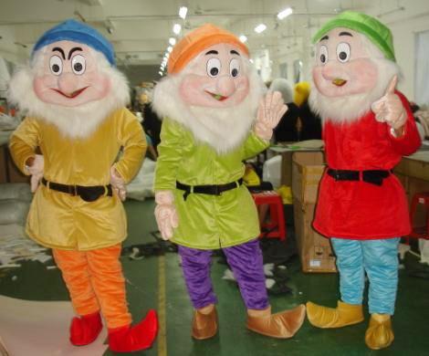 供应杭州财神爷七个小矮人白雪公主维尼熊跳跳虎圣诞老人批发