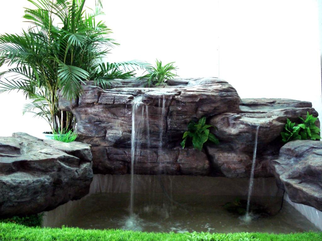 园林钢笔画石头瀑布