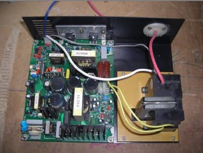 连续输出的直流稳压电源电路板