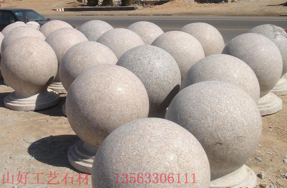 圆球形木头雕刻