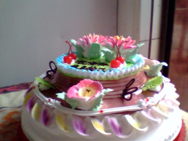 供应12寸二层的生日蛋糕