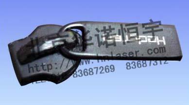 供应服装纽扣 拉链激光刻字打标刻英文加工图片