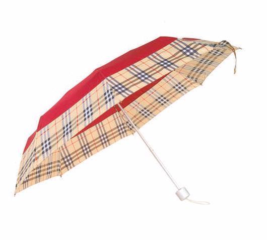 深圳折叠伞加工厂深圳三折伞制造图片描述:1雨伞的重量我们的雨伞明显的比同行的雨伞要重一支伞差不多重30多克左右同款雨伞越重材料用的越厚实越耐用2雨伞中棒在开合的时候我们的顺畅声音轻脆市面上很多伞架开合困难开 咨询电话:18922808331 联系人:李小姐 联系QQ:84535856