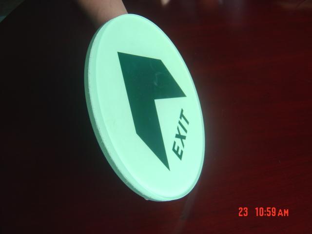 供应嵌入式钢化玻璃地面夜光指示标志 商场紧急出口地标定制图片